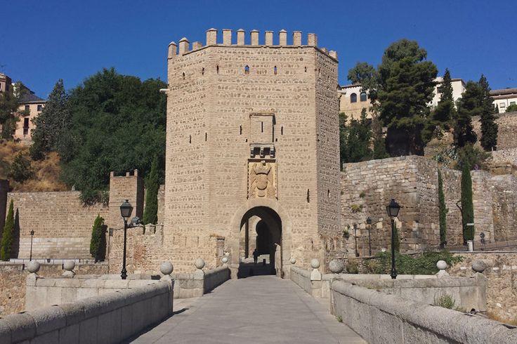 Puerta mudéjar del Puente de Alcántara, en Toledo