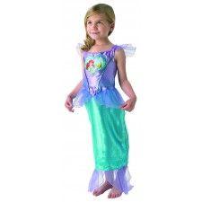 Jurk De Kleine Zeemeermin Ariël Loveheart Child.  Het turquoise-lila glitterjurkje is gemaakt van 100% polyester en is kreukvrij. Een Walt Disney licentie-artikel.  Dit jurkje is echt een meisjesdroom. Het jurkje is extra mooi door de blauwe glitterornamenten en is mooi versierd met het embleem van Arielle.  Je kunt jouw kleine meid niet gelukkiger maken dan met dit mooi Disney prinsessenjurkje !!!!  Verkrijgbaar in de maat S (3-4 jaar), M (5-6 jaar) of L (7-8 jaar).