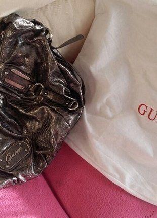 Compra #bolso #guess en #vinted http://www.vinted.es/bolsos-de-mujer/bolsos-grandes-totes/487986-bolso-plateado-guess