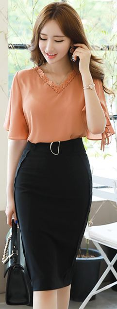 StyleOnme_Buckle Belt Slim H-Line Skirt #black #pencilskirt #koreanfashion #kstyle #kfashion #seoul #summerlook
