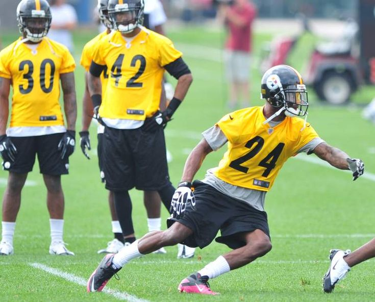 The Steelers' Ike Taylor during OTAs on the South Side May 23, 2012. Chaz Palla | Tribune Review