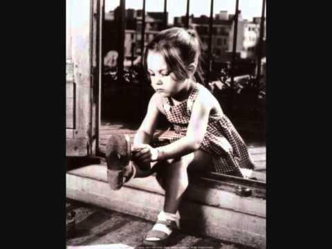"""""""Uma única certeza   demora em mim:   o que em nós já foi menino   não envelhecerá nunca.""""    Mia Couto"""