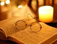 occhiali (m, pl.) = glasses