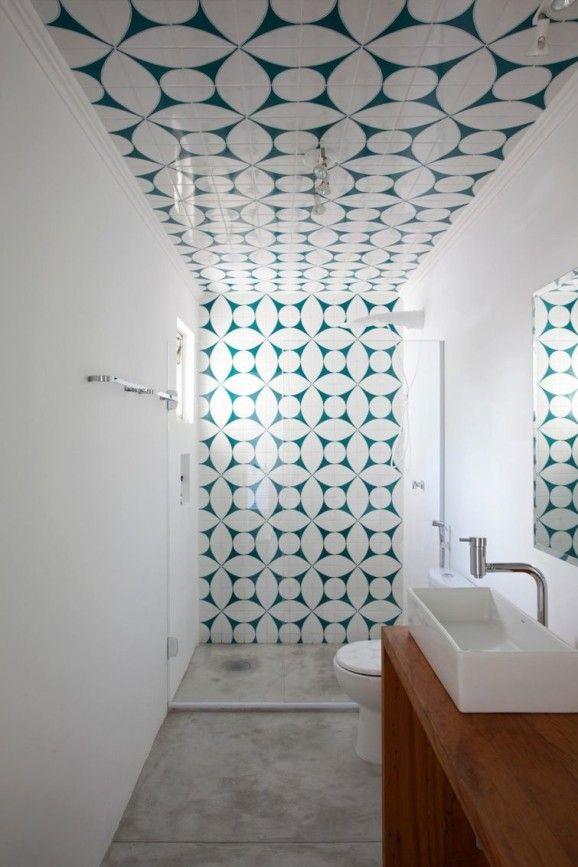 Veja formas de decorar seu banheiro com a sua cara! Há algumas opções de azulejos para banheiro mais baratas. Confira só!
