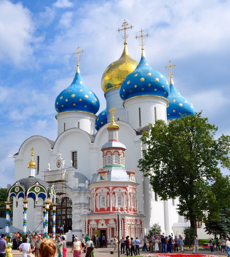 Russia, Serghiev Posad (Monastero di San Sergio): la Cattedrale dell'Assunzione e la Cappella sopra la Fonte
