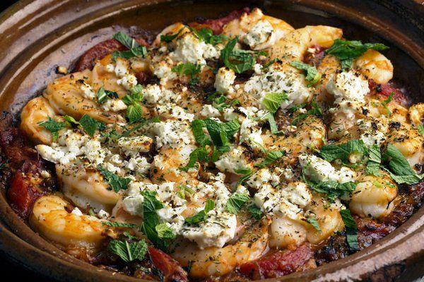 Γαρίδες σαγανάκι. Ένα αγαπημένο, μοναδικό ορεκτικό με γαρίδες, ντομάτες και τυρί φέτα για τους λάτρεις του μεζέ. Μια συνταγή (από εδώ) για να απολαύσετε αυ