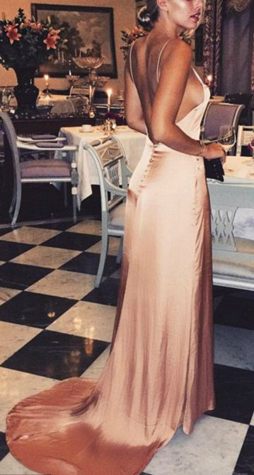 She looks stunning in this rose gold satin maxi dress. I want to go to dinner wearing this dress, too <3. Perfect for prom or formal events