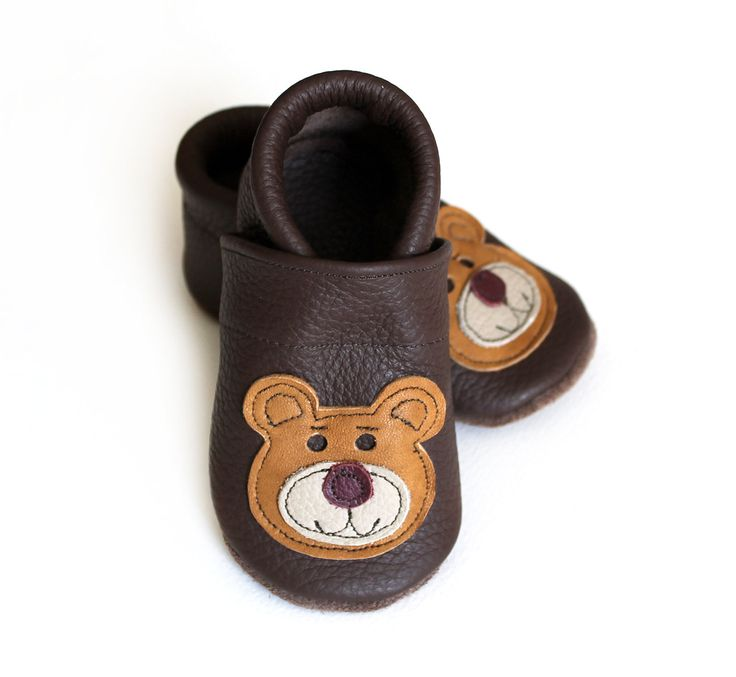 Leather baby shoes for your Baby.    Materials:  - outside: 100% leather  - inside: 100% leather    The shoes are crafted with an elasticated ankle to help prevent the shoe falling off.    Please measure the length of your baby foot from tip of toe to heel and the width at the widest point. Or you can send the usual size that you purchase, so I can make them fit perfectly. Choose a size for baby:    EU 15 / 3.6 inches / 92 mm EU 16 / 4 inches / 100 mm  EU 17 / 4.25 in...