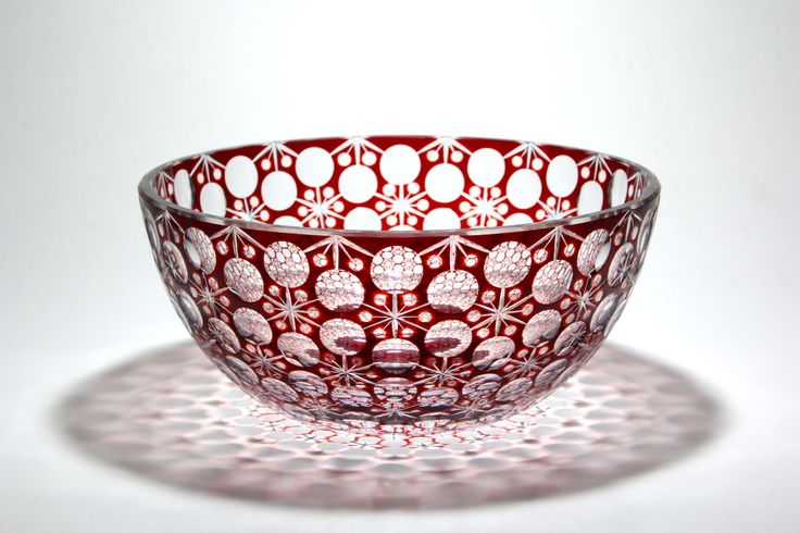 Kiriko of Japan. Cut glass bowl of flowers tie. 花繋ぎ切子。