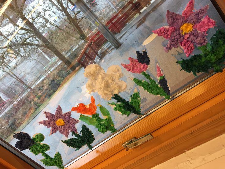Blomster i vinduet av silkepapir🌷