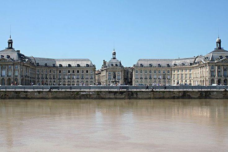 La place de la Bourse est la première brèche dans les remparts du Moyen Âge et est destinée à servir de somptueux écrin à la statue équestre du roi de France Louis XV. Inaugurée en 1749, elle est le symbole de la prospérité de la ville. Successivement appelée place Royale, place de la Liberté pendant la Révolution, place impériale sous Napoléon Ier, puis à nouveau place Royale à la Restauration. En 1848, à la chute de Louis-Philippe Ier, elle devient place de la Bourse.