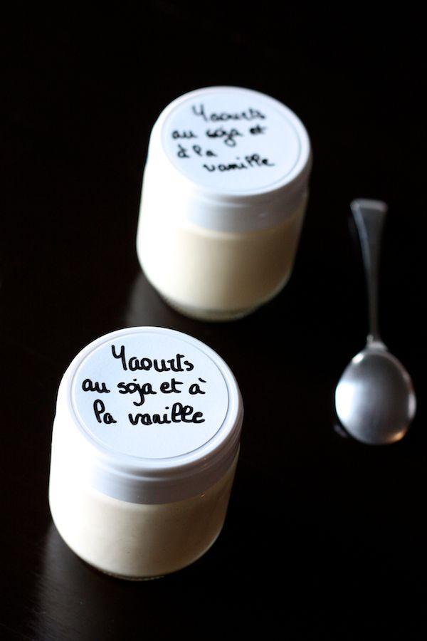 Voici mon premier essai de yaourts au lait de soja, une vraie réussite! Les yaourts sont dé-li-cieux: fermes, parfumés, doux et surtout on ne sent pas du tout le goût du soja, c'est impressionnant!   Comme je vis en Espagne je ne pouvais pas me procurer le lait de soja à la vanille B