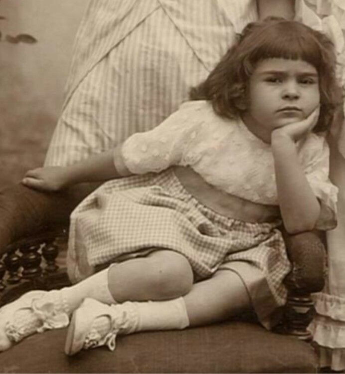 Frida Kahlo born Magdalena Carmen Frieda Kahlo y Calderon - Here Kahlo is at age 4 in 1911.She was born 6 1907 in Coyoacan.