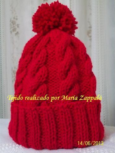 Gorro rojo , doble puño , trenzado con pompón Facebook : www.facebook.com/maryzappala e-mail : maryza267@hotmail.com