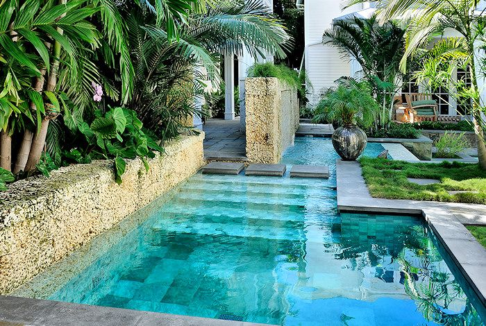 Modern architecture pool design - Craig Reynolds landscape architect - Olivia Street garden - exterior view - tropical garden