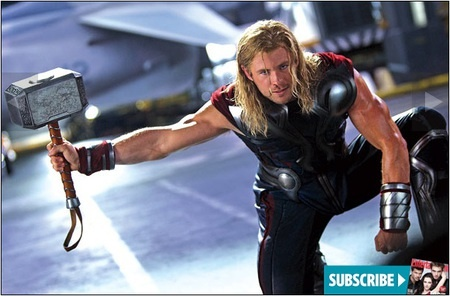Thor, dewa Asgard yang menggunakan petir sebagai senjata utamanya.