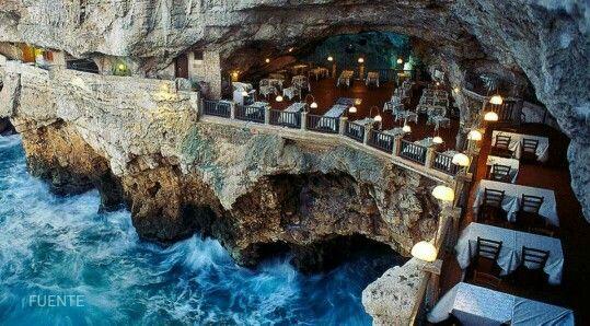 Ristorante grotta palazzese. Sur italia