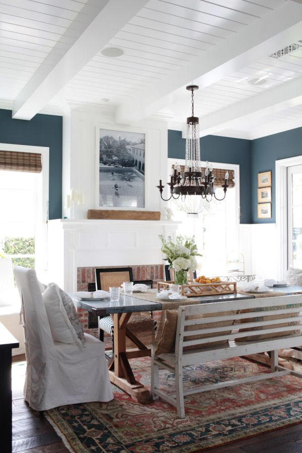 When I think about Newport Beach I think about one thing. Laidback elegance. The kind of beachy style that doesn't feel forced or overly edited. And when we spotted Erin Graber's Newport Beach, we knew we had hit the nail