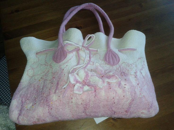 originál ručně vyrobená kabelka vyrobena tachnikou mokrého filcování z jenmé merino vlny, hand made
