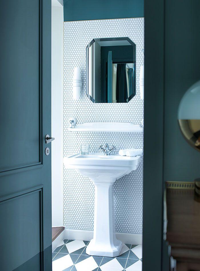 La salle de bains de l'hôtel Bachaumont à Paris décoré par Dorothée Meilichzon