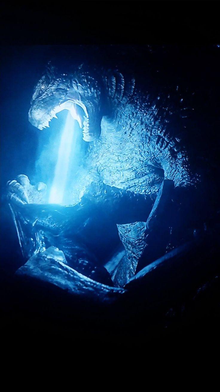 Godzilla burns MUTO.... It's like Godzilla is sucking out its soul.