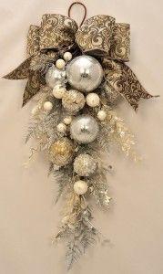 Como hacer una corona para la puerta Navidad                                                                                                                                                                                 Más