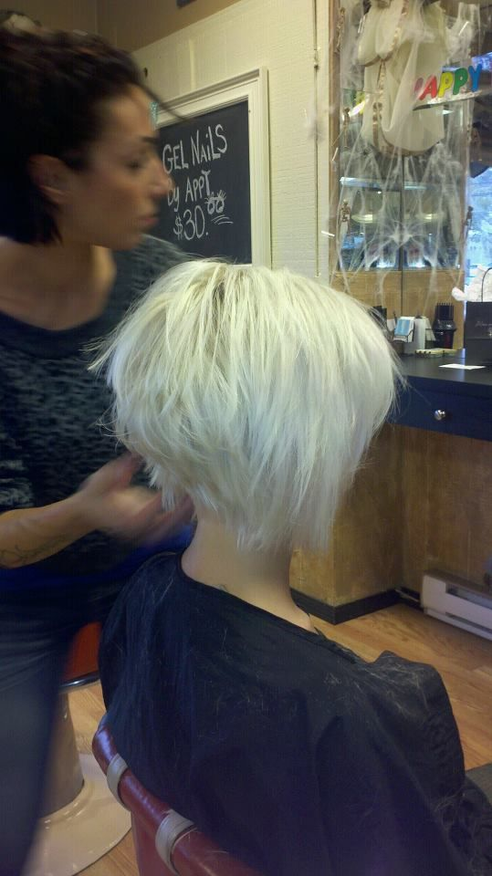 color cut by lyndsay oliveira @ the nine hair salon i would love to rock this cut!!!
