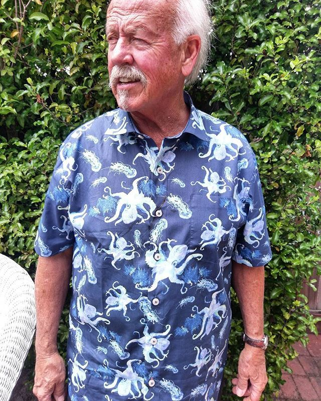 My father is a man of only the most impeccable fashion.  #dad #tommybahama #fashion #fashunz #octopus #cephalopod #jellies #nettles #seanettles #jellyfish #cnidarians #montereybayaquarium #chartermembers #fathersday #blue #runway #memes #vegan #cats #catsofinstagram #retirement #idgaf #montereylocals - posted by travis. https://www.instagram.com/ramblinghobbit - See more of Monterey Bay at http://montereylocals.com