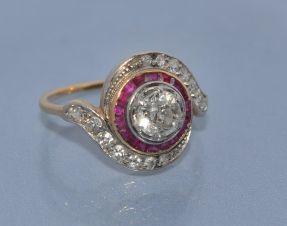 Bague Tourbillon diamants rubis et or 18 carats
