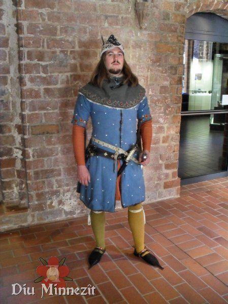 Warme Bekleidung für festlichen Anlässe, um 1350