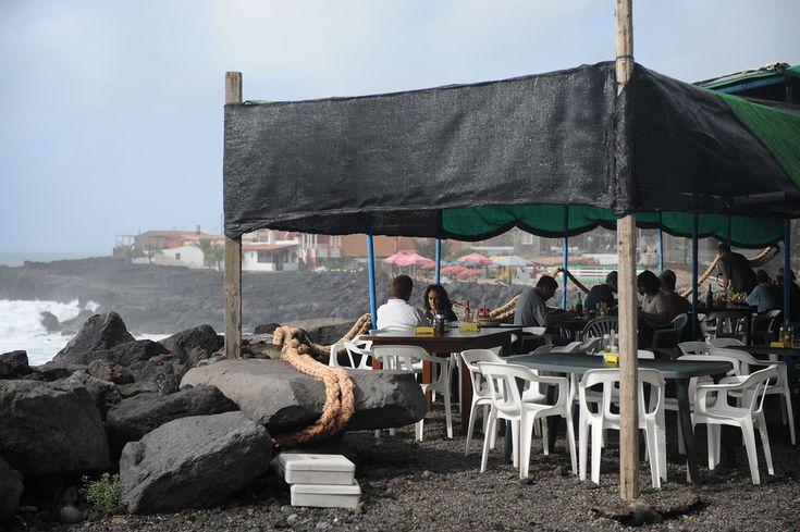 La Palman saaren rantakuppiloissa tuoksuu grillatulle kalalle ja muille mereneläville.