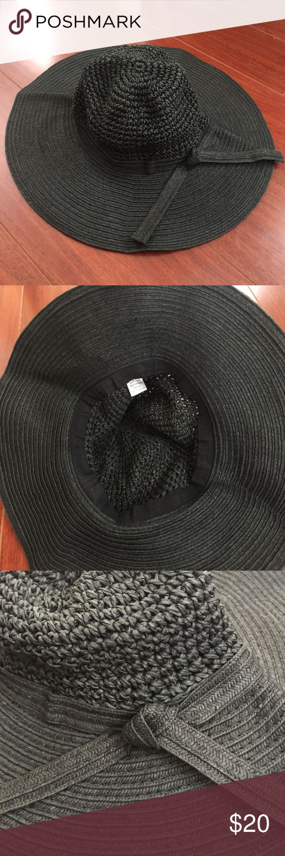 Black Straw Hat Perfect summer straw hat to wear to the pool or beach! Extremely flexible design with UV protection. Accessories Hats