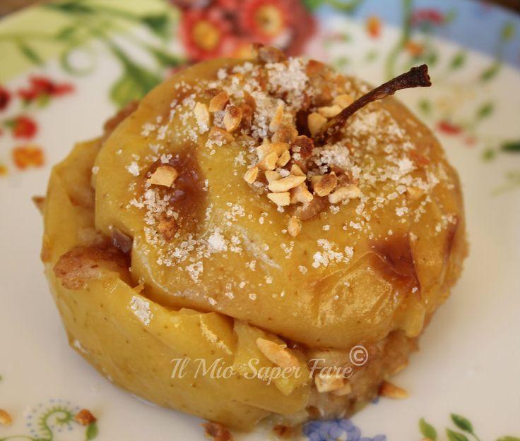 Mele cotte ripiene al forno: una vera golosità, un dessert veloce da preparare. Sono aromatizzate con succo di arancia e farcite con un composto di nocciole