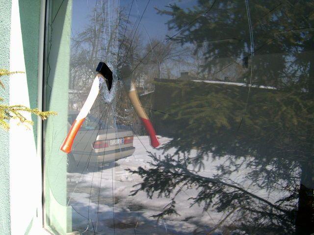 folie antywłamaniowe - skuteczna ochrona pomieszczeń przed włamaniem