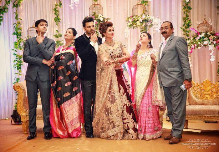 Photographer - The Perfect Family! Photos, Hindu Culture, Decoration, Hairstyle, Bridal Makeup pictures, images, WeddingPlz