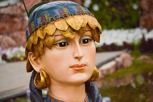 Princess flowers one of the kings who ruled of Mesopotamia Sumer (Nasiriyah) Southern Iraq .. her Name  is Shbaad . Which is considered the goddess symbolizing fertility and thrive In the Sumerian civilization, the wife of the king Abarta . King of Ur by