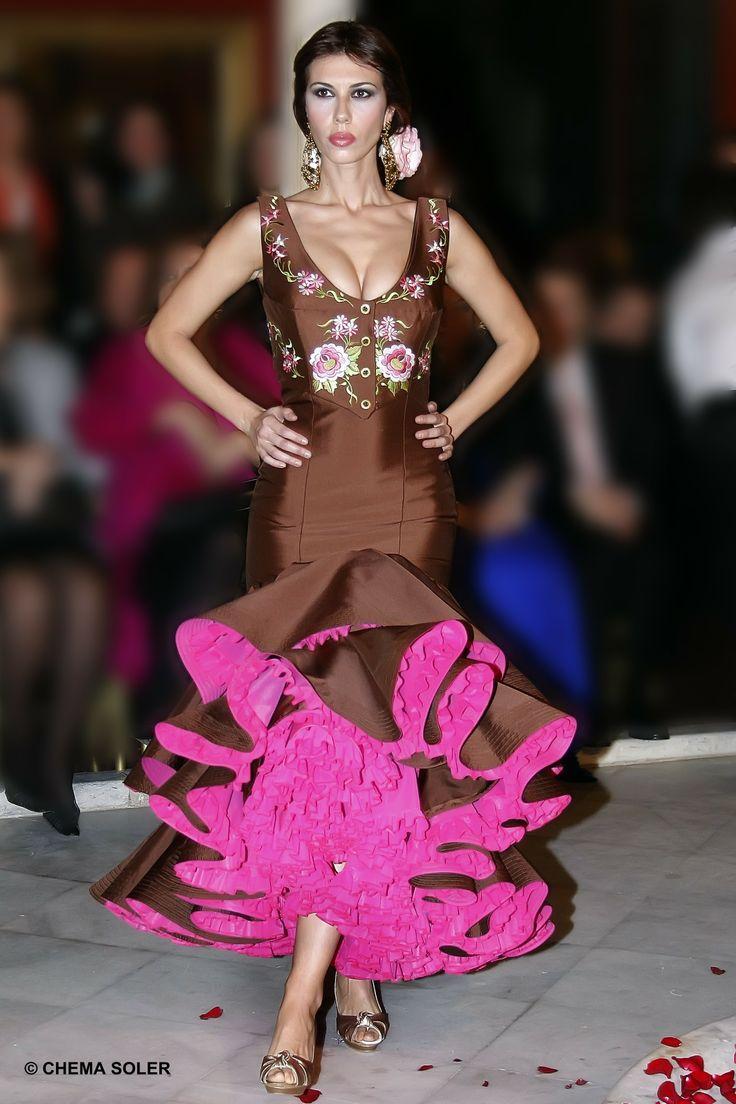#trajedeflamenca en seda marrón con chalequillo de inspiración torera bordado.