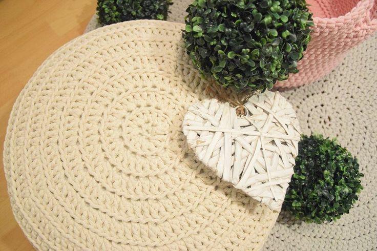 Crochet pouf made of cotton cord/twine Pufa zrobiona na szydełku z bawełnianego sznurka Available at / Do zamówienia na: https://www.facebook.com/pif.paf.puf.gliwice