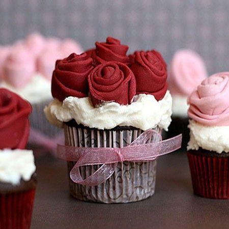 50 Fabulous Cupcakes - Heidi Klum   This is so romantic and pretty