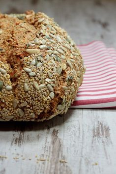Schnelles Brot aus Dinkelmehl, Joghurt und Hirse.