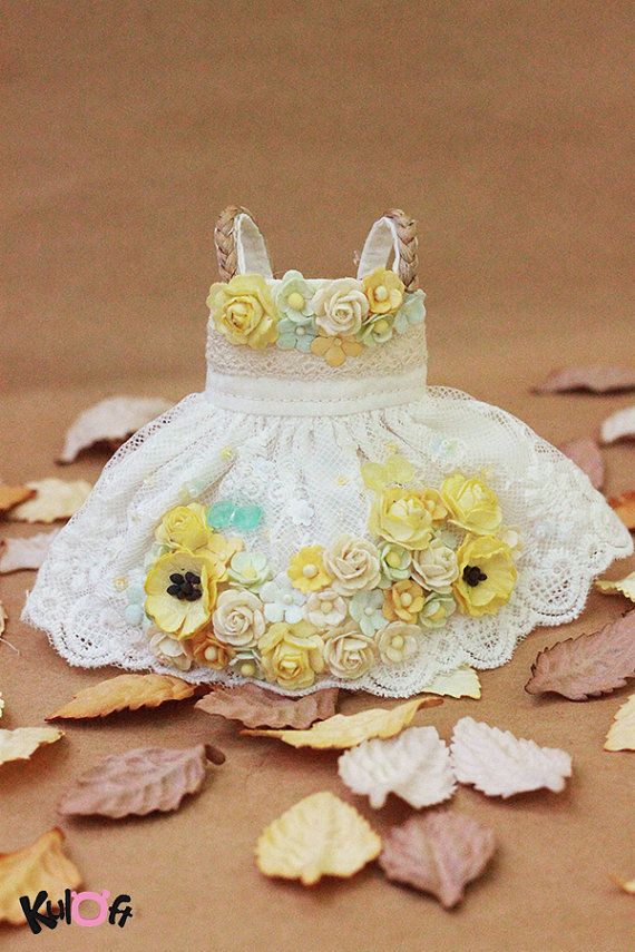 Hey, I found this really awesome Etsy listing at https://www.etsy.com/listing/204133043/blythe-yellow-flower-dress
