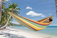 Playa Rainbow Hängmatta  HAMACA Playa hängmatta är den perfekta hängmattan till barnen eller en vuxen på upp till 80kg. Den är riktigt smidig att ha med sig på utflykter, då den inte tar så stor plats. Den finns i 3 färgglada versioner.