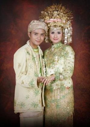 Padang wedding costume (Indonesia)
