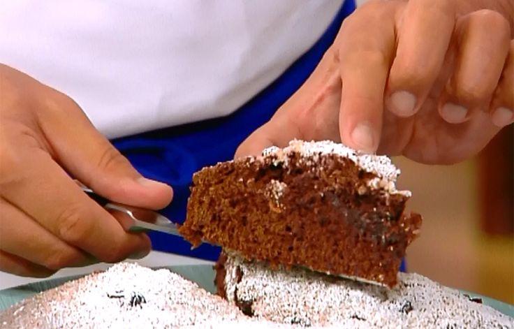 Cioccolato e frutti rossi: un abbinamento davvero goloso. Lo sa bene Daniele Persegani, che utilizza questi ingredienti per creare una torta davvero speciale.