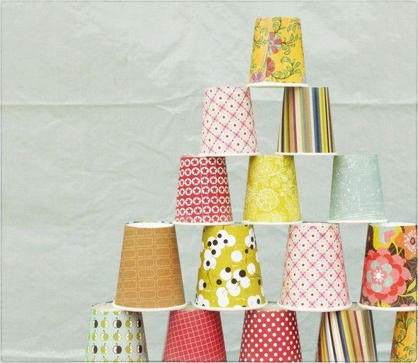 Des verres en papiers colorés pour les rafraichissements