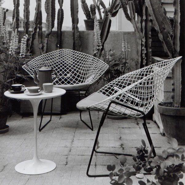 Diamond chair: Bertoia Chairs, Lounges Chairs, Harry Bertoia, Diamonds Chairs, Patio Sets, Mid Century, Outside Spaces, Outdoor Spaces, Bertoia Diamonds
