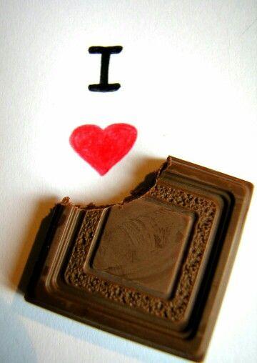 Hoje é dia do chocolate! Confira os benefícios de se deliciar nessa sobremesa: http://guiame.com.br/vida-estilo/saude/confira-propriedades-do-chocolate-alimento-que-e-comemorado-nesta-quinta-feira-26.html#.VRSFfSm5fqB