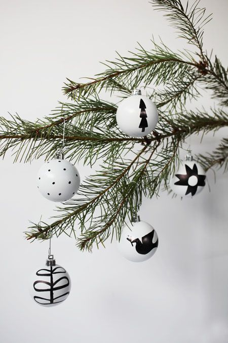 black and white nordic ornaments from @bravenewhome  Aren't these so cool????