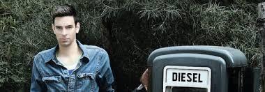"""Los mejores 75 peinados para hombre Pelo Corto Primavera Verano 2017. Tratando de brindarte lo mejor en torno a los últimos aspectos de la moda urbana y la tendencia """"casual"""", te muestro ahora algunos de los mejores cortes de pelo y peinados para hombre, y para que puedas experimentar con tu estilo y tu look en la próxima temporada y cómo no, para que puedas apuntarte a la tendencia del pelo corto, y que vuelve con fuerza durante esta nueva temporada."""