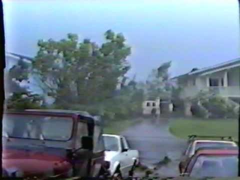 Hurricane Iniki Home Video from Princeville, Kauai 1992